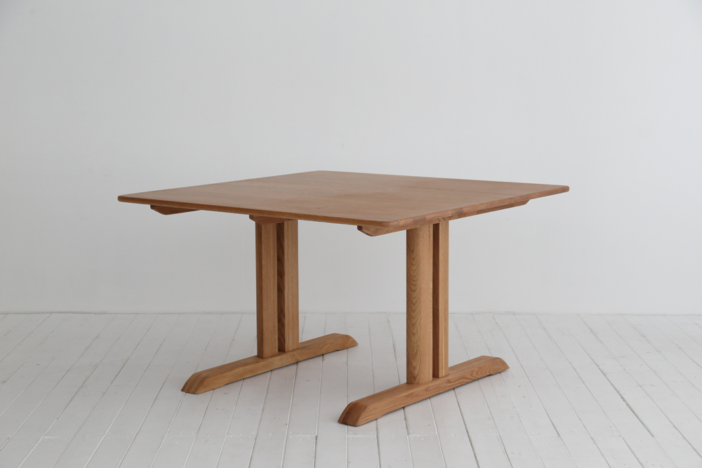 dining-table-blead